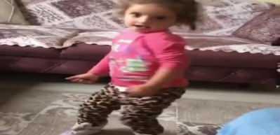 Karadenizli kızın oynaması sosyal medyaya damga vurdu!