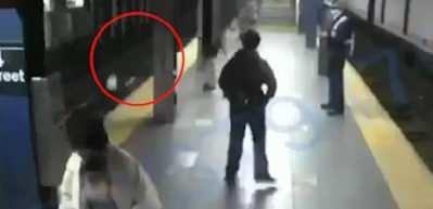 ABD'de korkunç olay! Tren bekleyen kadını raylara itti