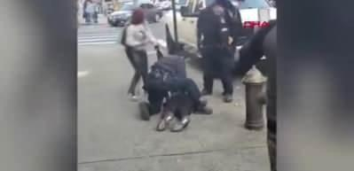 ABD'de polis memuruna saldırı anı kamerada