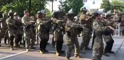 ABD'de Ulusal Muhafızlar 'Macarena' dansı yaptı