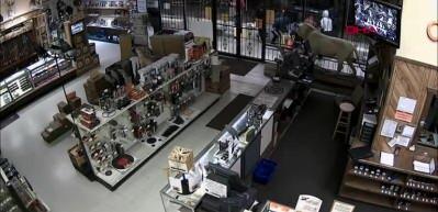 ABD'de silah mağazası yağmalandı