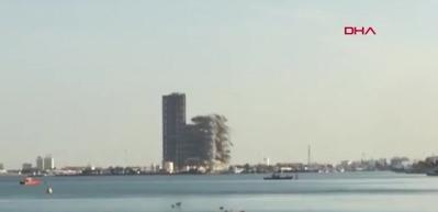 Abu Dabi'deki 144 katlı gökdelen böyle yıkıldı