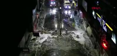 Ağrı'da belediye personeli halay çekerek cadde ve sokakları yıkadı
