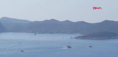 Akdeniz'de sular ısınıyor! Türk hücumbotu Kaş'a, Yunan hücumbotu Meis Adası'na yanaştı