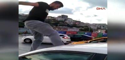 Alibeyköy'de trafikte şoke eden anlar! Kadın şoföre böyle saldırdı