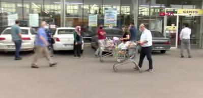 Ankara'da bayram öncesi market ve pazarlarda yoğunluk