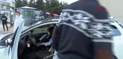 Ankara'da koronavirüs denetimi nedeniyle araç kuyruğu oluştu