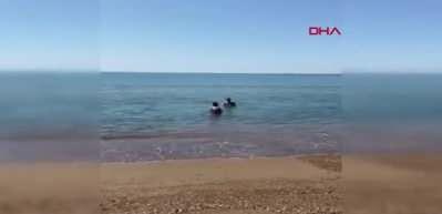 Antalya'da, yasağa rağmen denize girdiler