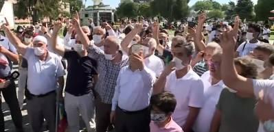 Ayasofya'nın önünde bekleyen vatandaşlardan tekbir sesleri!