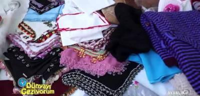 Ayvalık'ta yöresel işlemelerin bulunduğu Hanımlar Çarşısı