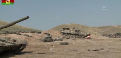 Azerbaycan, Ermenistan'a ait çok sayıda silah, mühimmat ve tankı ele geçirdi!