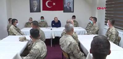 Bakan Soylu, Yüksekova'da asker ve polislerin bayramını kutladı