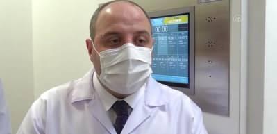 Bakan Varank, Kovid-19'a karşı geliştirilen VLP aşısının toksisite testlerinin yapıldığı laboratuvarda incelemelerde bulundu