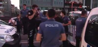 Bakırköy'de bir taksiciyi rehin alan silahlı 5 kişi polis tarafından kovalamaca sonrası yakalandı