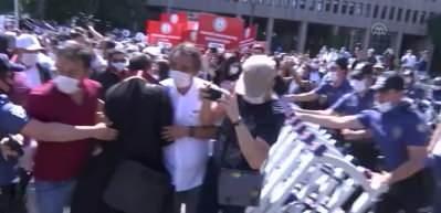 Baroların izinsiz yürüyüşüne polis müdahalesi
