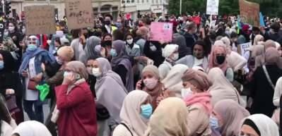 Belçika'da başörtüsü protestosu