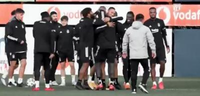 Beşiktaş'ta duygusal anlar! Takım arkadaşları Aboubakar'ı böyle karşıladı