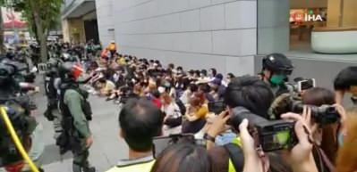 Binlerce Hong Konglu, Çin Ulusal Marşı'na karşı sokaklara döküldü