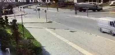 Bir otomobilin yayaya çarpması güvenlik kamerasınca görüntülendi