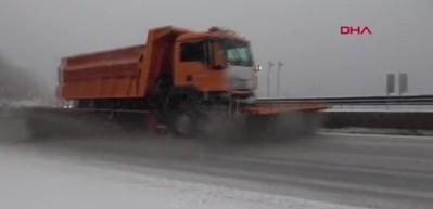 Bolu Dağı'nda kar yağışı ulaşıma etkiledi