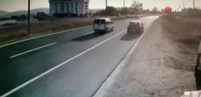 Bolu'da feci kaza! Motosiklet geri geri ilerleyen otomobile böyle çarptı