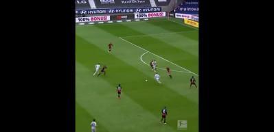Bundesliga'da müthiş topuk golü!