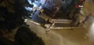 Cadde ortasında kick boks müsabakasını aratmayan kavga kamerada