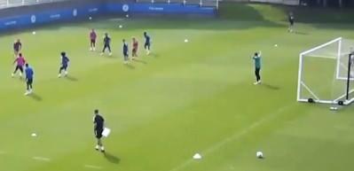 Çağlar Söyüncü, Leicester City idmanında harika bir gol attı!