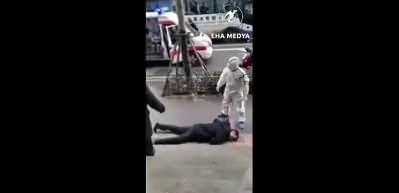 Çin'de virüse yakalanan kişi böyle yere yığıldı