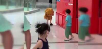 Covid-19 testi pozitif çıkan Çinli kadın paniğe yol açtı