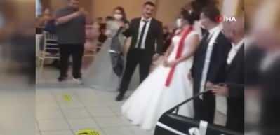 Damada düğünde araba kapısı taktılar
