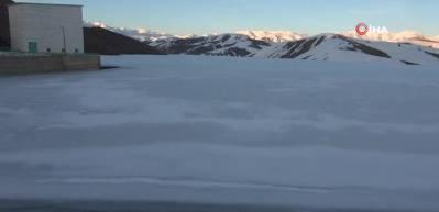Dilimli Barajı'ndaki buzlar baharın gelmesine rağmen çözülmedi