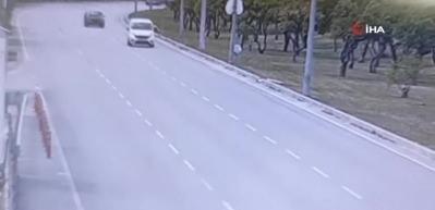 Takla atan otomobil ikiye bölündü! Dehşet anları kamerada