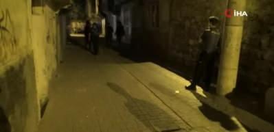 Diyarbakır'da dehşet anları! Silahlarla ev bastılar