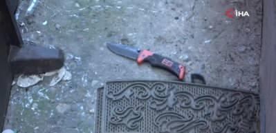Dövdüğü eşini kurtarmaya gelen babası ile ağabeyini bıçakladı
