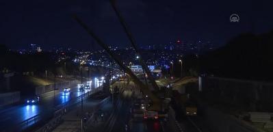 Edirnekapı Metrobüs İstasyonu'nda üst geçit çalışması