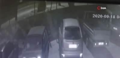 Emlak dükkanına molotoflu saldırı kamerada