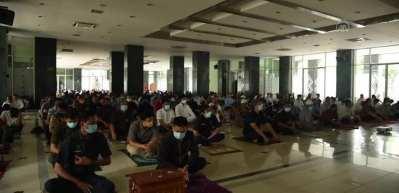 Endonezya'nın başkenti Cakarta'da 2 ay sonra ilk cuma namazı