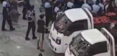 Esenyurt'ta 6 kişinin yaralandığı zabıta-satıcı kavgasından yeni görüntüler