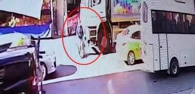 Esenyurt'ta korkunç olay! Çöp kamyonu kadını ezdi