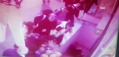 Esenyurt'ta merdiven boşluğuna düşen yaşlı kadın kamerada