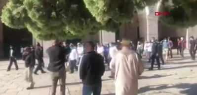 Fanatik Yahudiler, Mescid-i Aksa'ya açılır açılmaz baskın yaptı