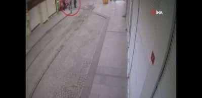 Fatih'te yolda sıkıştırılan Nijeryalı işadamının cüzdanı böyle çalındı