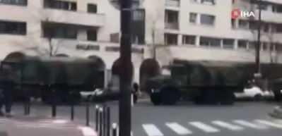 Fransa'da ordu koronavirüs nedeniyle sokağa indi