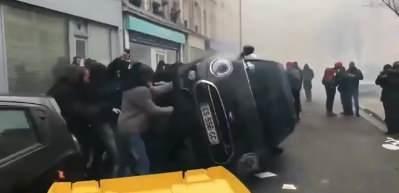 Fransa'da sarı yeleklilerin gösterileri 70'inci haftasında
