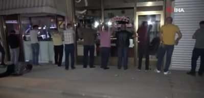 Gece yarısı kumar operasyonu: Onlarca kişi çatı arasında yakalandı