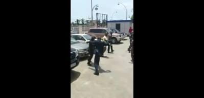 Gine Devlet Başkanı sokak ortasında bakanını tekme tokat dövdü!