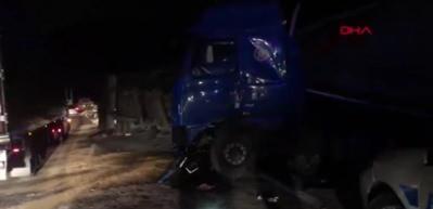 Bursa TIR devrildi, İstanbul-Bursa karayolu trafiğe kapandı 1 yaralı