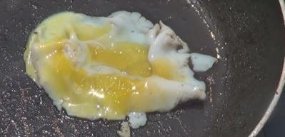 Güneşte yumurta kızartma