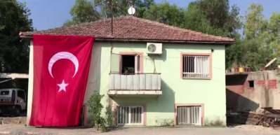 Hakkari'de şehit olan özel harekat polisinin acı haberi Antalya'daki ailesine verildi